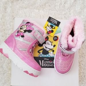 NWT Girl Minnie Mouse Winter Boots with Lights